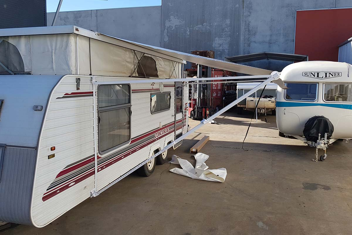 caravan-roll-out-awnings 4
